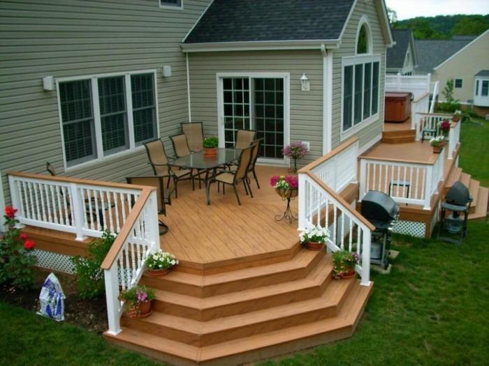 holzhaus-mit-veranda-treppen-und-bepflanzung