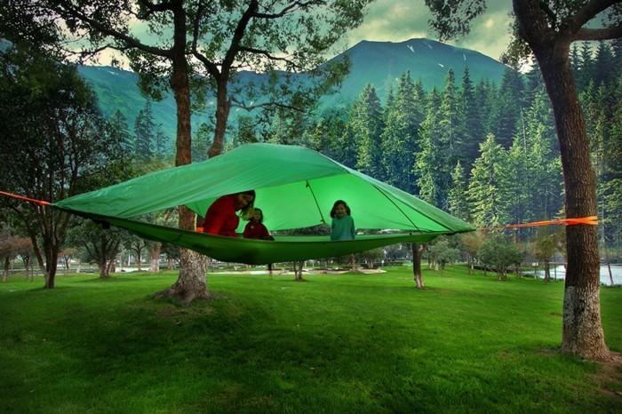 idee-für-ein-grünes-campingzelt-für-zwei-personen-in-dem-wilden-wald