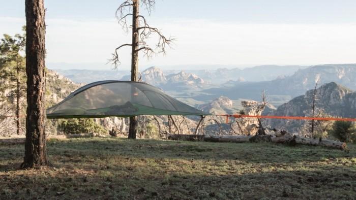 idee-für-ein-märchenhaftes-campingzelt-über-dem-boden