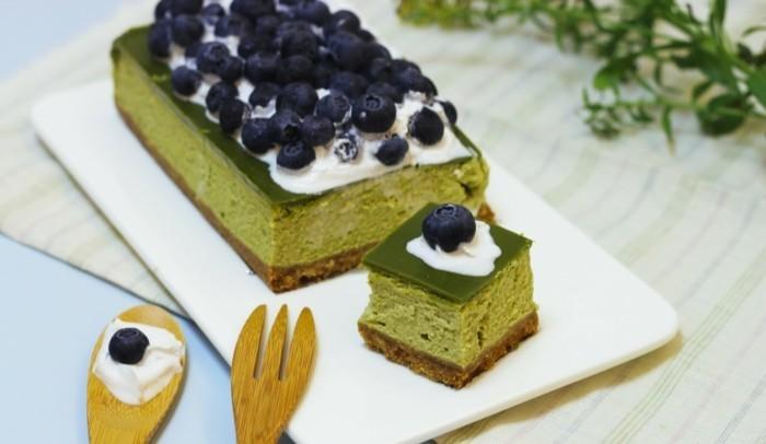 innovative-rezepte-mit-matcha-cheesecake-mit-matcha-blaubeeren-sahne-und-geschmack