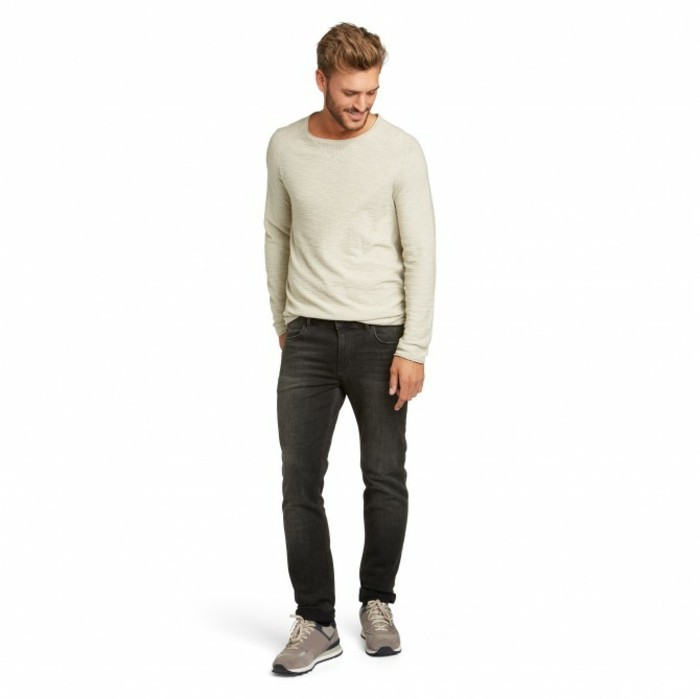 jeans-für-männer-kombiniert-mit-sport-schuen
