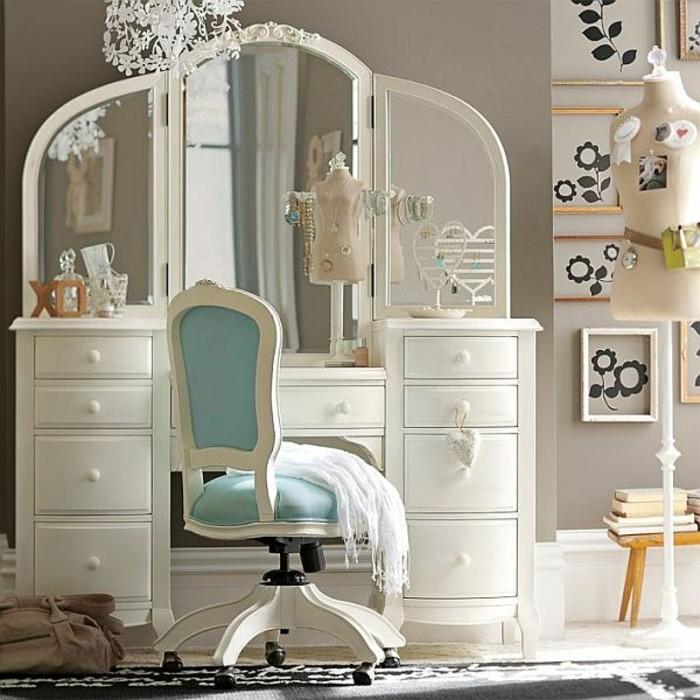 kinderzimmeräfür-mädchen-schminktisch-spiegel-drehstuhl-weißes-polsterstuhlh-hellblau-teppich-wanddeko