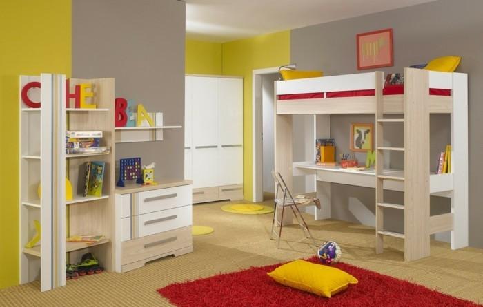 kinderzimmer-einrichten-gelbe-wand-graue-wand-rotter-teppich-holzregal-bett-über-schreibtisch