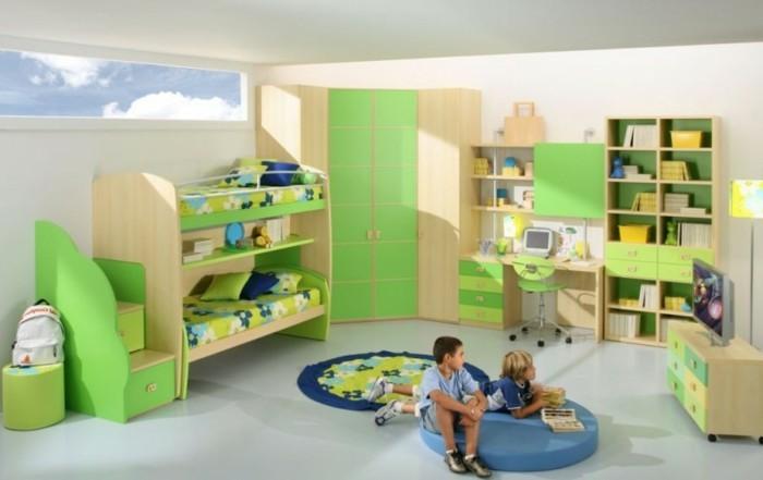 kinderzimmer-farben-hellgrün-holzmöbel-zweistöckiges-bett-runder-teppich-fernseher-weißer-boden