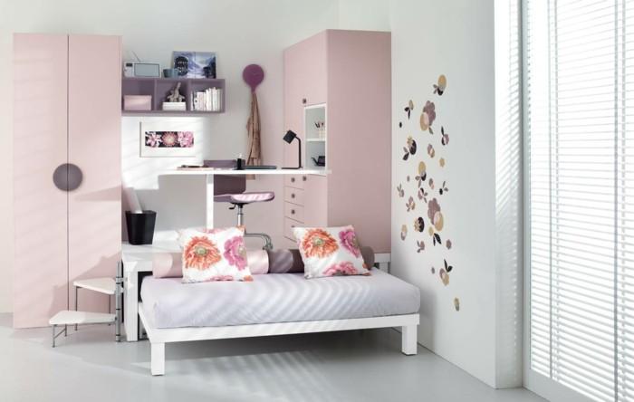 kinderzimmer-gestalten-pink-lila-regal-schreibtisch-über-bett-schmaler-kleiderschrank