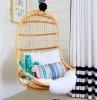 kinderzimmer ideen mädchen hängestühle rattan mädchenzimmer einrichten kissen in blau rosa weiße wände