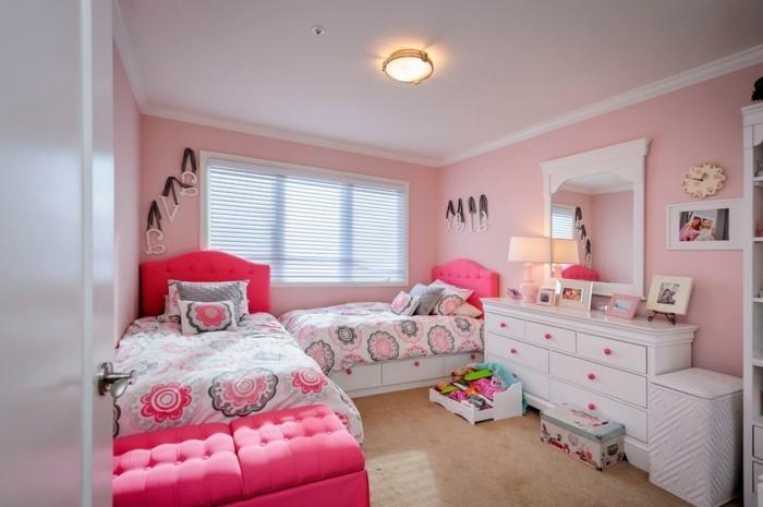 kinderzimmer-kleinkind-zimmer-mädchen-pink-gestaltet-weiße-kommode-spiegel-weißer-rahmen