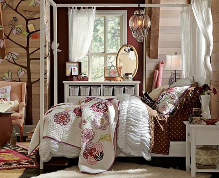 kinderzimmer-komplett-braun-holzwand-weißer-teppich-musterteppich-weißes-doppelbett-ovaler-spiegel