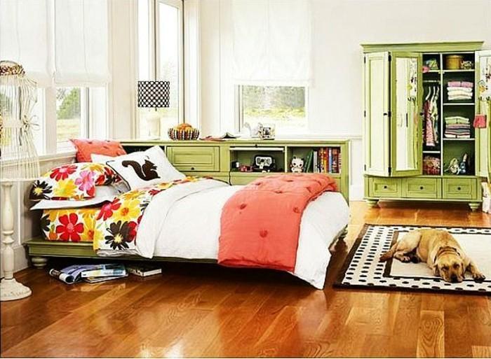 kinderzimmer-komplett-mädchenzimmer-grünes-doppelbett-weiße-wände-parkettboden-weiße-stehlampe