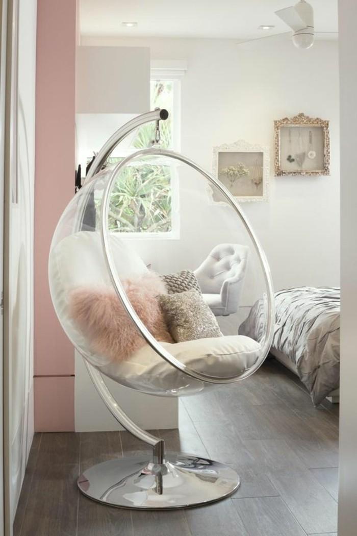 kinderzimmer-möbel-plastikstuhl-runde-form-plüschkissen-pinke-wand-laminatboden-doppelbett