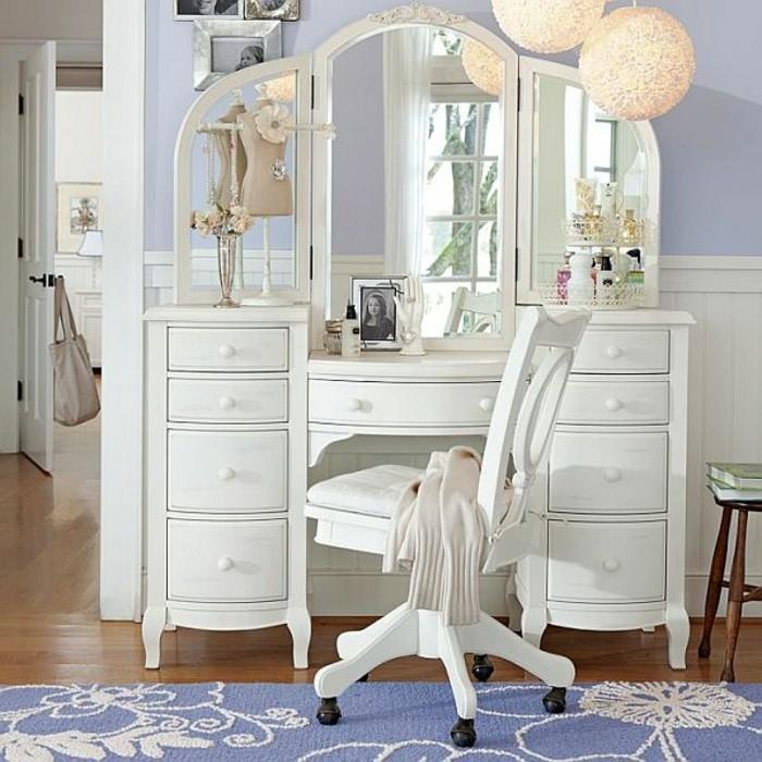 kinderzimmer-möbel-schminktisch-set-spiegel-drehstuhl-blauer-musterteppich-parkettboden-blau-lila-wand