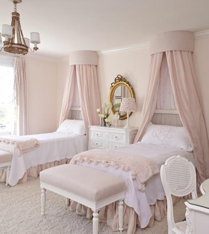 kinderzimmer-möbel-sitzbank-pink-zwei-betten-ovaler-spiegel-kommode-nachtlampe-schminktisch