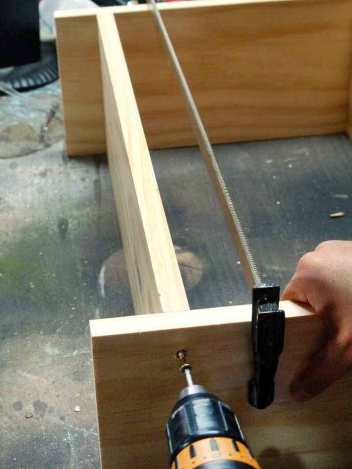 kleiderschranksystem-offen-moebel-fuer-ankleidezimmer-selber-machen-regale-und-schraenke-montieren-und-gestalten