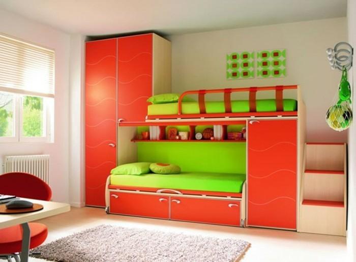 kleinkind-zimmer-doppel-grün-rot-eingerichtet-grauer-teppich-großer-schrank-rot