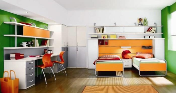 kleinkind-zimmer-für-zwei-orange-winrichtung-nachttisch-raum-abtrennen-holzboden-grüne-wand
