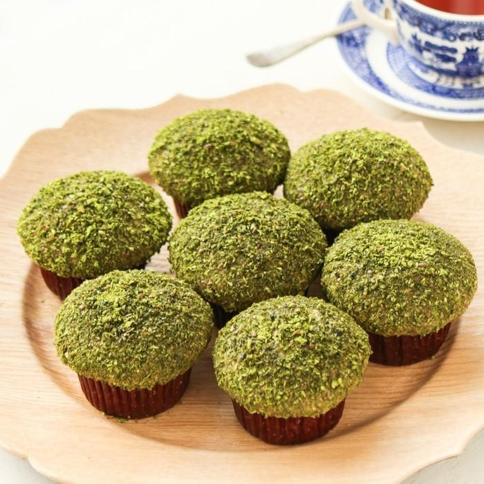 kreativ-kochen-mit-matcha-bio-muffins-mini-nachtische-zum-geniessen-gesunde-ernaehrung-deko-kokos
