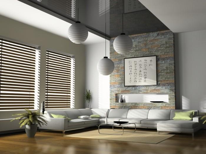 maßgefertigte-jalousien-großer-weißer-sofa-lampen-pflanze-teppich-tisch-dekokissen-boden-aus-holz
