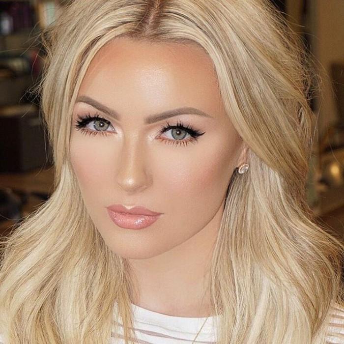 make-up-fuer-hochzeit-blonde-braut-highlighter-auf-den-richtigen-stellen-kuenstliche-wimpern