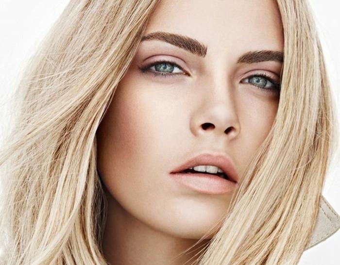 make-up-fuer-hochzeit-natuerlicher-look-schoene-frau-weisse-haut-blonde-haare-rouge-braune-augenbrauen