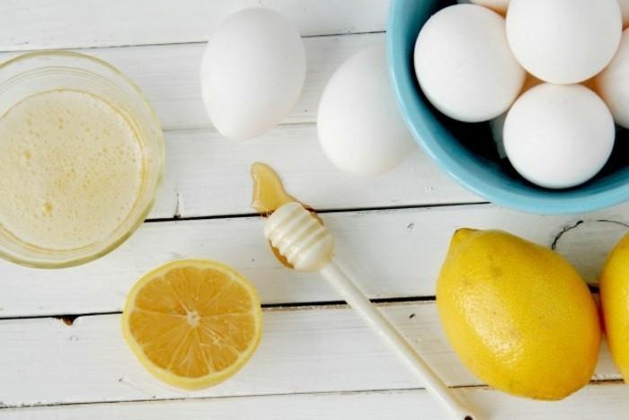 masken-für-gesicht-eier-glaschale-zitronen-honig-weißer-tisch-gesichtsmasken