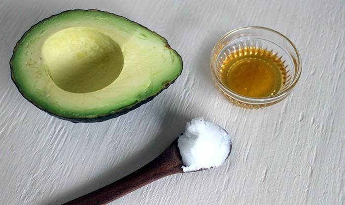 masken-selber-machen-avocado-honig-schale-löffel-diy-gesundheit-obst