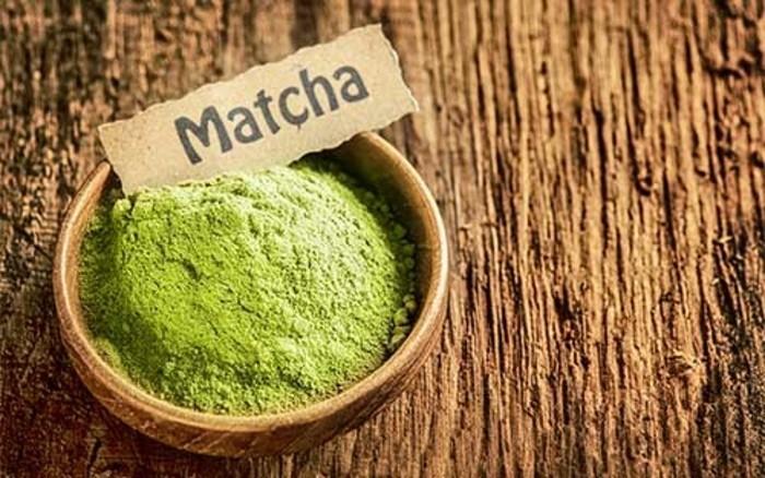 matcha-pulver-rezepte-in-einem-schuessel-matcha-gruener-tee-zum-kochen-und-trinken-bio-produkte