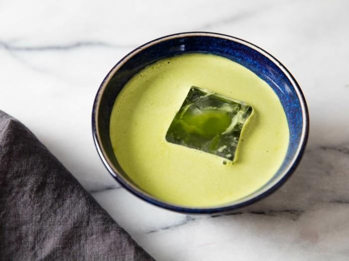 matcha-pulver-rezepte-kalter-tee-im-sommer-trinken-und-zwar-gesund-mit-eis