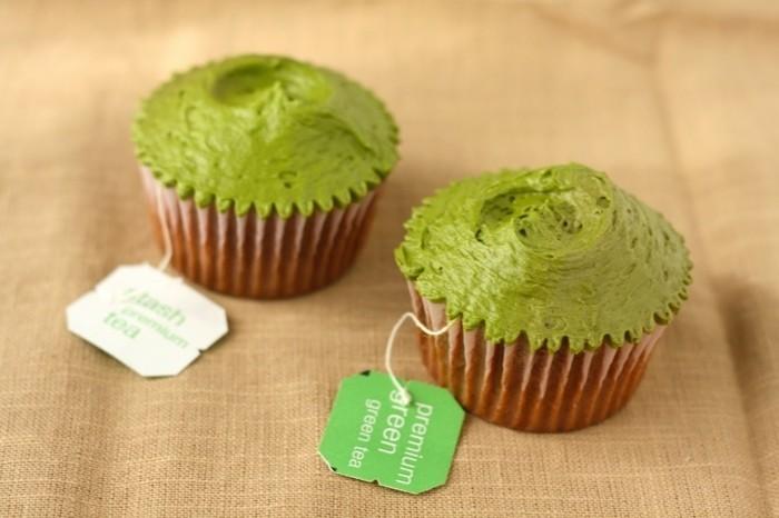 matcha-shake-matcha-muffins-dekorieren-mit-botschaft-fuer-den-menschen-ueberraschung-gruene-farbe-bio