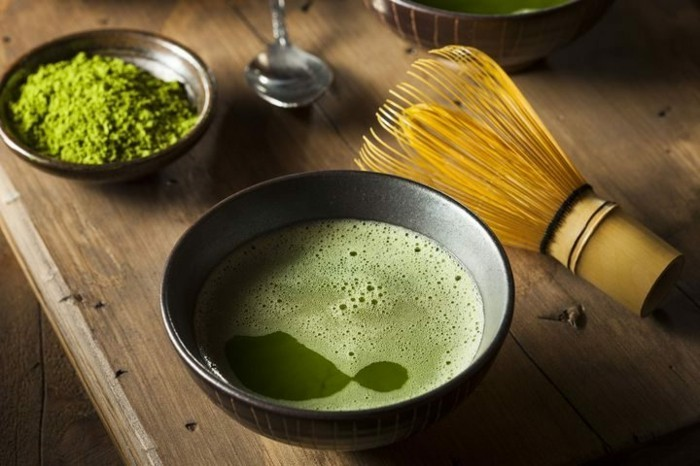 matcha-tee-rezepte-matcha-gruener-tee-getraenk-und-pulver-idee-fuer-veganes-leben