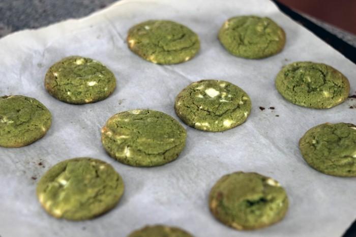 matcha-torte-matcha-kekse-mit-weisser-schokolade-matche-gebaeck-selber-backen-gesund