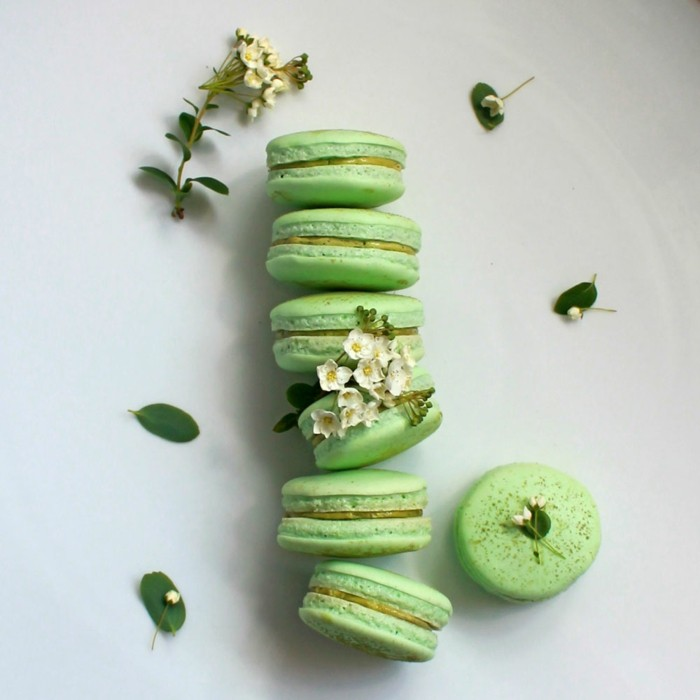 mit-macha-kochen-macaroons-in-gruener-farbe-mit-matcha-und-jasmin-tolle-desserts
