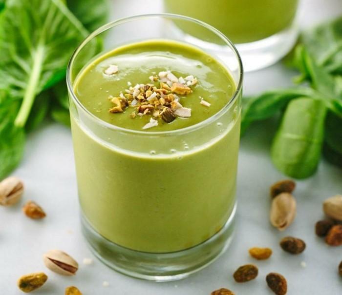 mit-macha-kochen-smoothie-pudding-mit-matcha-avocado-pistazien-spinat-nuesse-walnuesse