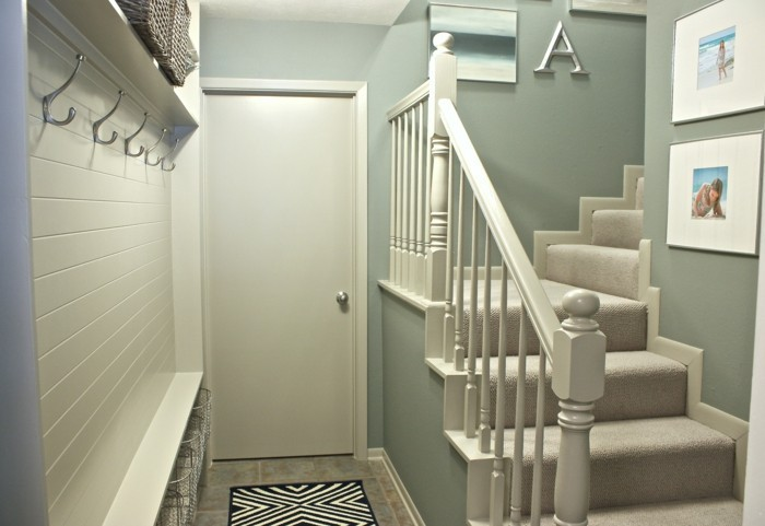 moderne-flurgestaltung-teppich in-schwarz-und-weiß-bilder-an-den-wänden