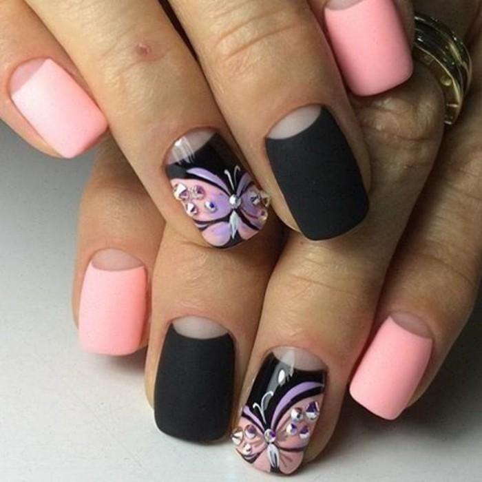 naegel-weiss-gold-moderne-und-feine-manikuere-nageldesign-mit-schmetterlingen-und-steine-schwarze-matt-farbe-rosa-lila
