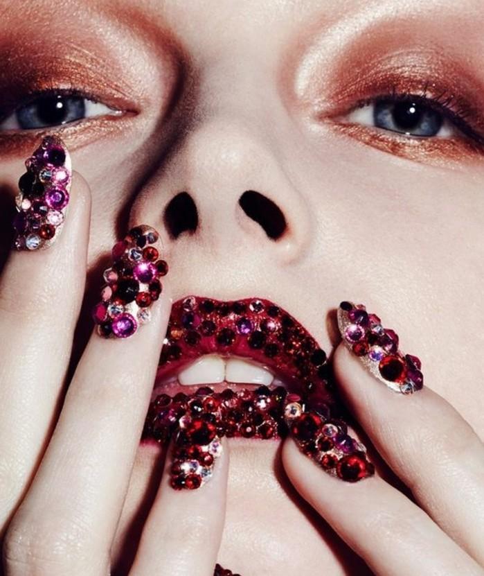 nageldesign-mit-steinen-rote-lippen-und-nageldesign-mit-roten-steinen-lidschatten-braun-und-golden-model-attraktiv-sein