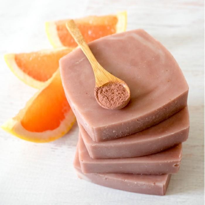 naturseife-diy-rosa-grapefruit-und-tonerde-seife-fuer-empfinliche-haut