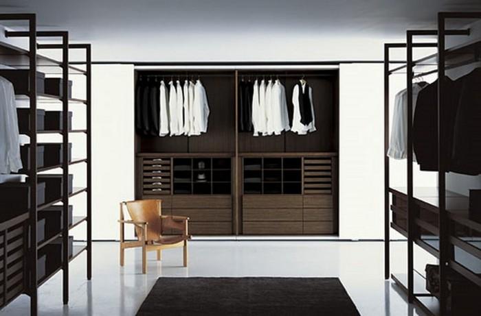 offener-kleiderschrank-einfacheeinrichtung-vom-ankleidezimmer-moebel-in-schwarz-weisse-wand-und-boden-stuhl-aus-holz