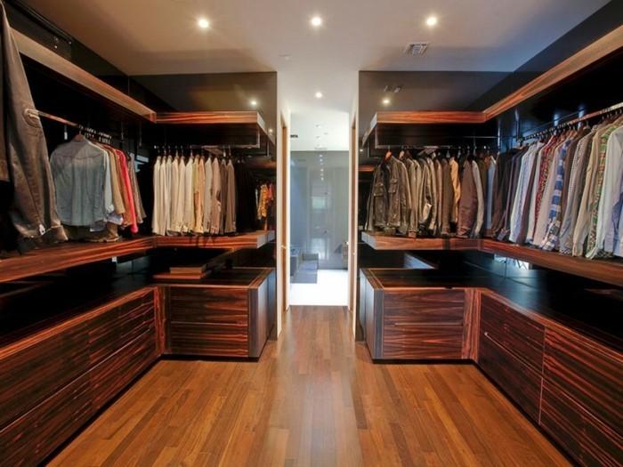 regalsysteme-kleiderschrank-einfacher-kleiderschrank-begehbar-wenige-moebel-anhaenger-regale-hemde-jacken-anzuege