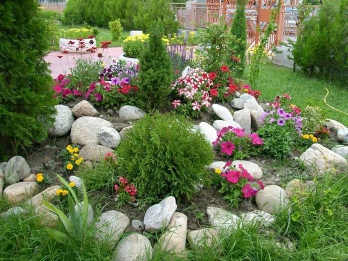 schöne-gärten-alpineum-gelbe-pflanzen-blumenbeet-bäume
