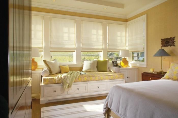schlafzimmer-fenster-mit-sitzecke-helle-farbideen