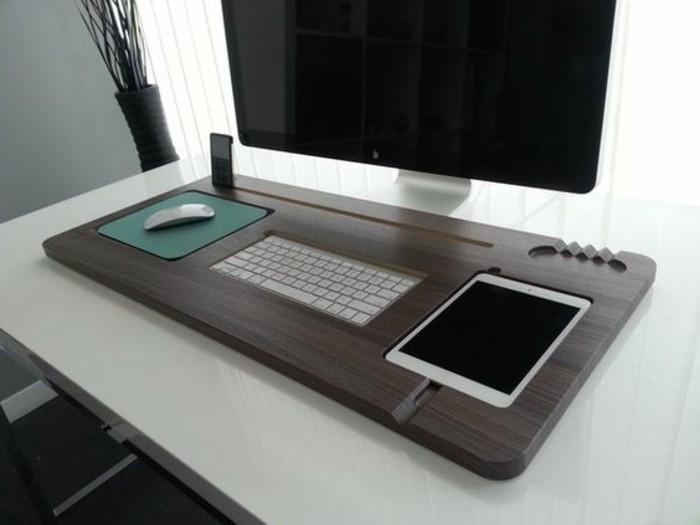 schreibtisch-gestalten-computer-maus-tablet-tastatur-fenster-stuhl