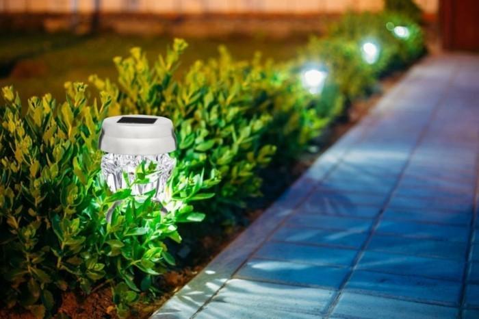 solar-leuchte-aussen-beleuchten-und-garten-verschoenern