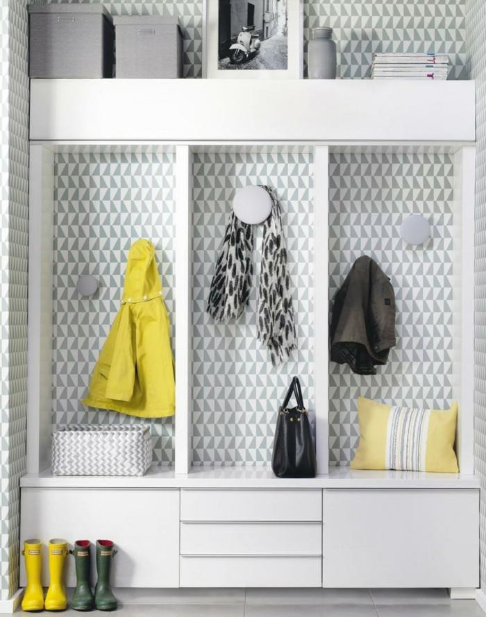 tapeten-für-flur-kleine-dreiecke-auch-auf-der-garderobe