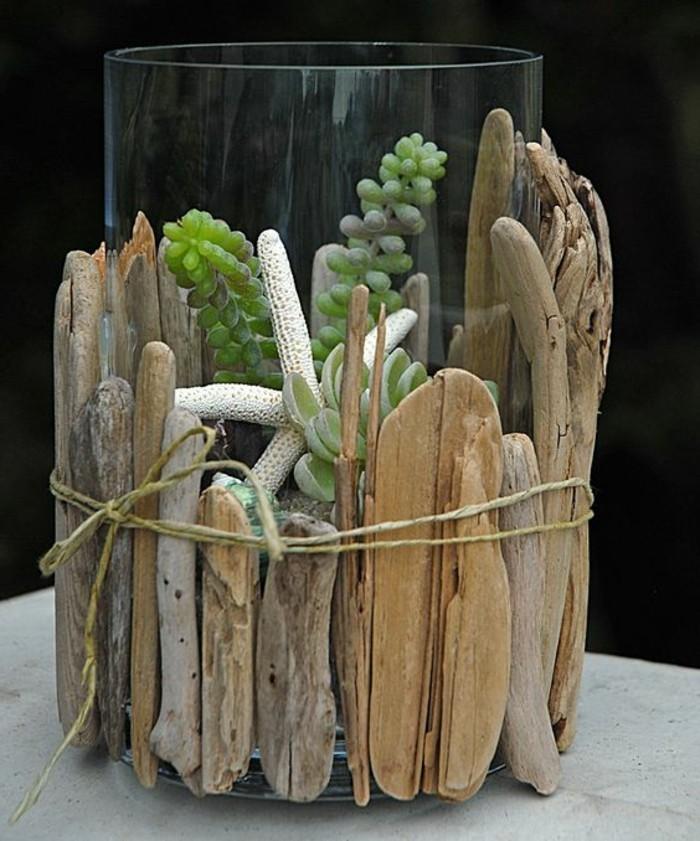 treibholz-deko-glasvade-mit-holt-dekorieren-gruene-pflanzen-weisser-stern