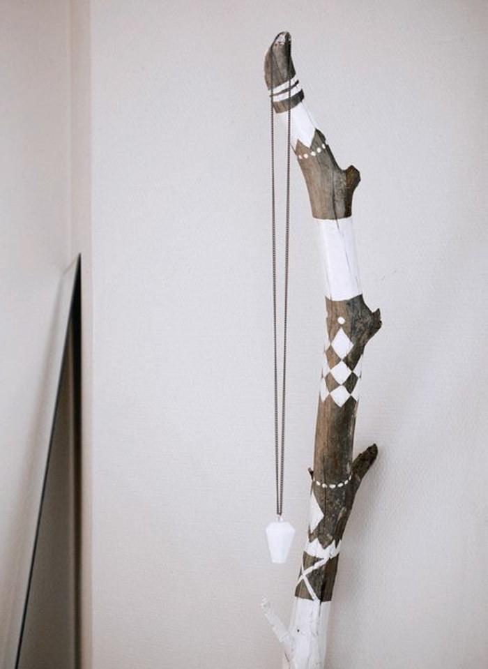 treibholz-deko-weisse-wand-dekoration-haken-diy-weisse-farbe-kreativ