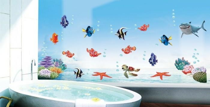 wanddekorationen-badezimmer-wandsticker-ozean-fische-badewanne-weiße-wandfliesen