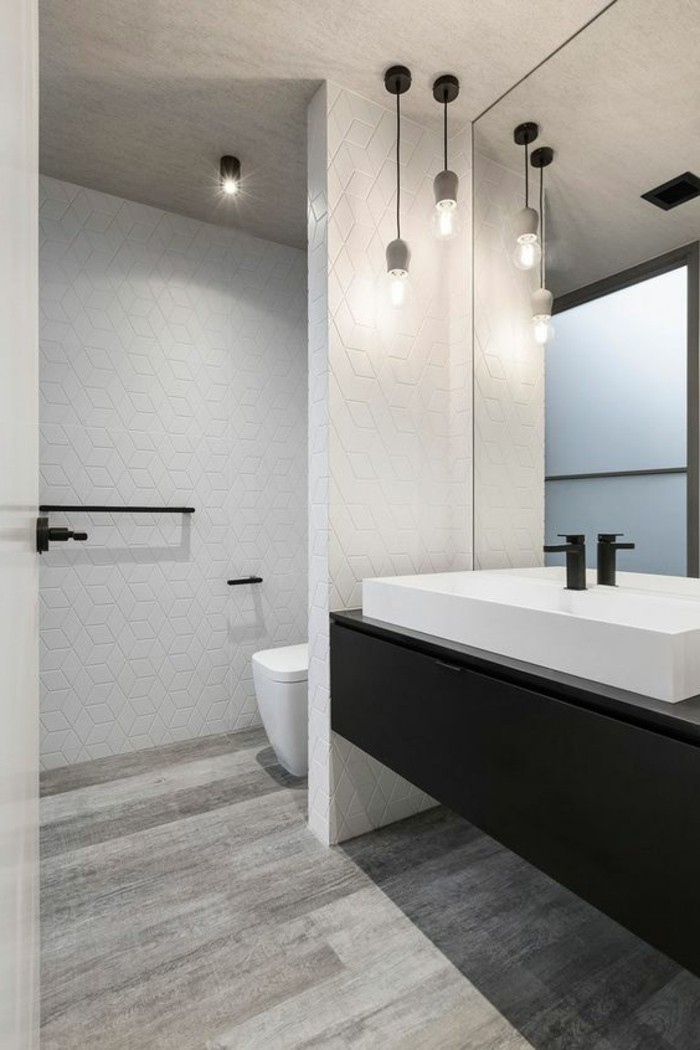 wandgestaltung-bad-ohne-fliesen-laminat-weiße-mosaik