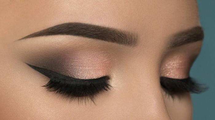 wie-schminke-ich-meine-augen-dezente-rosa-lila-schwarze-schattierung-lidschatten-augen-schminken