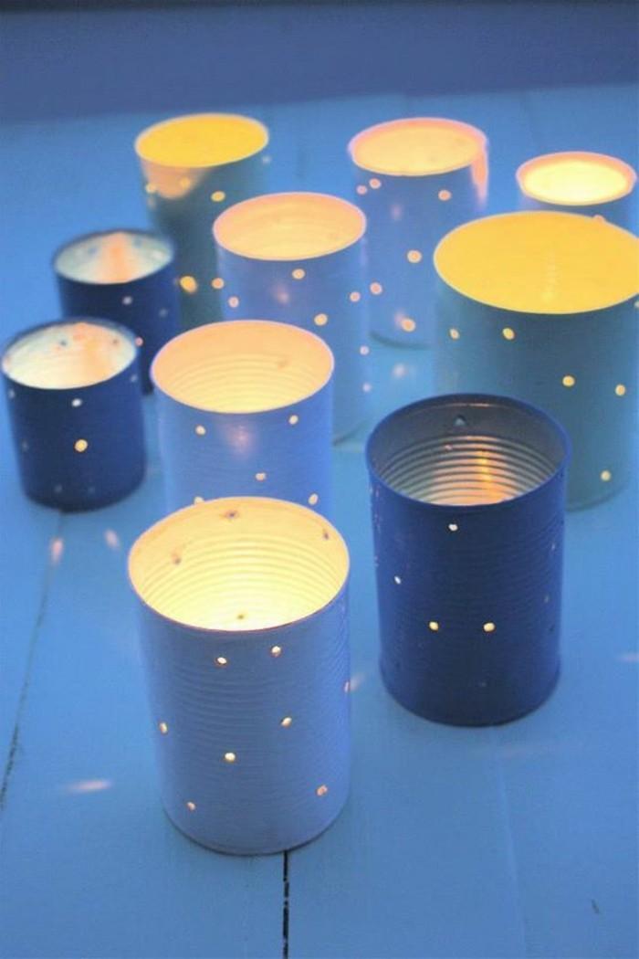 windlichrer-aus-dosen-kerzenhalter-licht-selber-machen-tisch-aus-holz