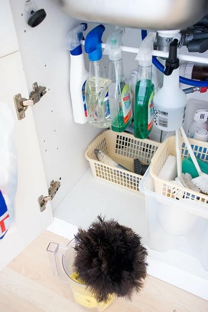 wohnideen-küche-glasspray-an-eine-stange-hängen-wohnideen-selber-machen